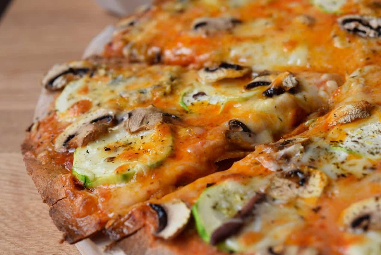 Pizza vegetal con gorgonzola