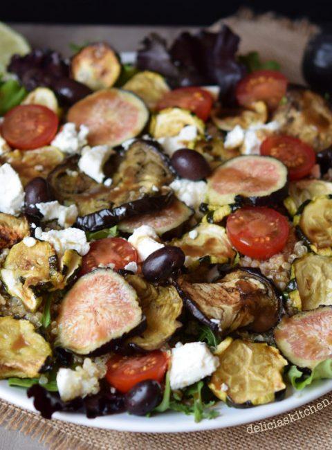 Ensalada de quinoa y verduras con queso de cabra e higos