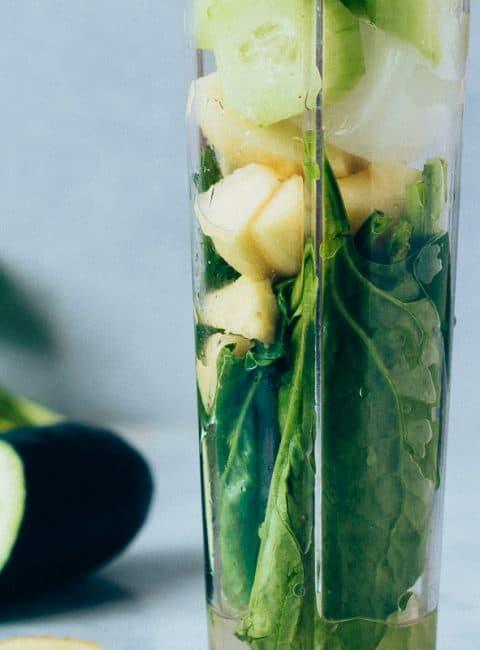 Batido verde de espinacas con manzana y pepino