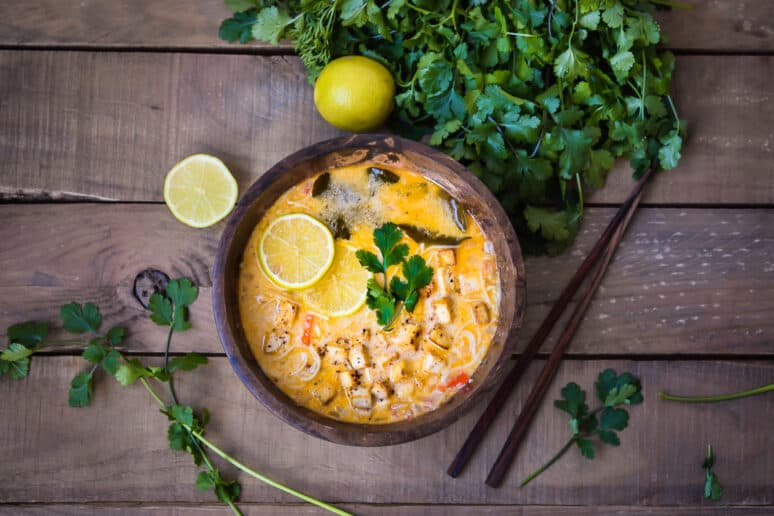 Sopa Thai de coco vegana