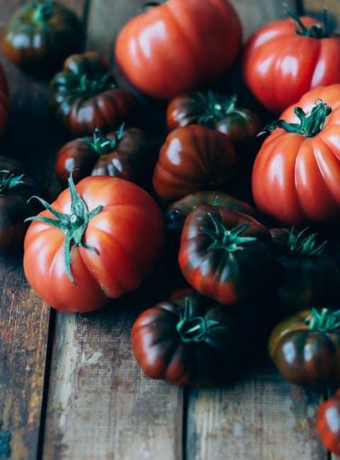 Ensalada de tomates con aliño de basílico