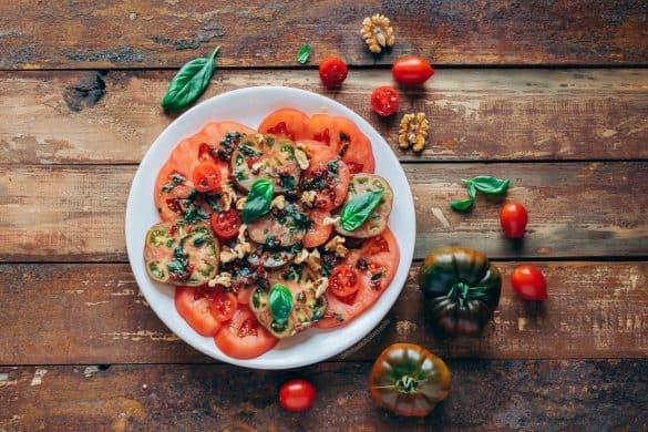 Ensalada de tomates con aliño de albahaca