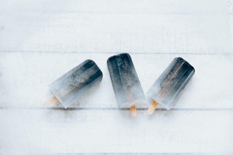 Polos de agua de coco y carbón activado