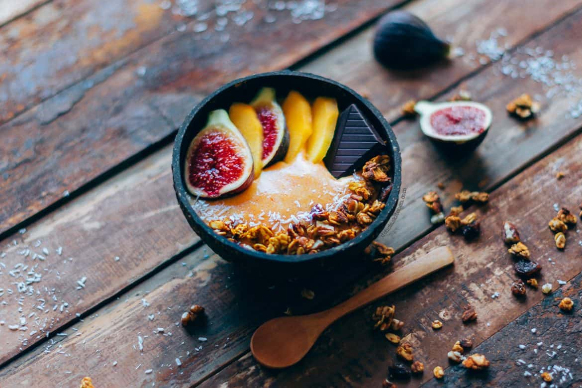 Smoothie bowl de caqui y canela 3