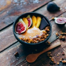Smoothie-bowl-de-caqui-y-canela-3