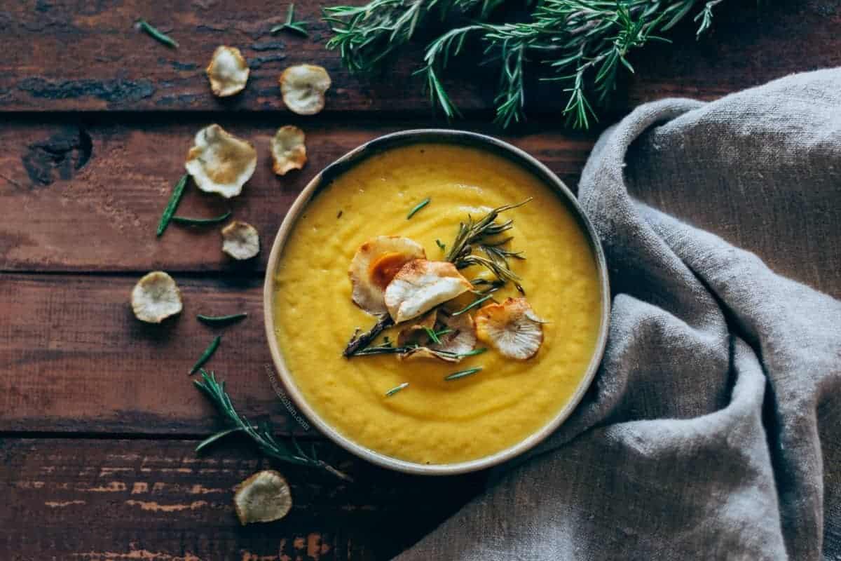 Crema de tupinambo y zanahoria al romero