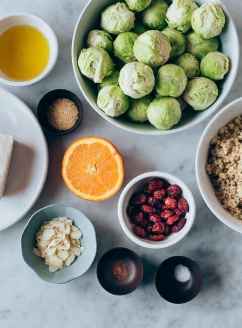 Ensalada de invierno con coles de Bruselas y aliño de naranja y mostaza