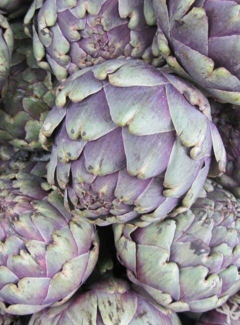Alcachofas asadas con salsa de menta