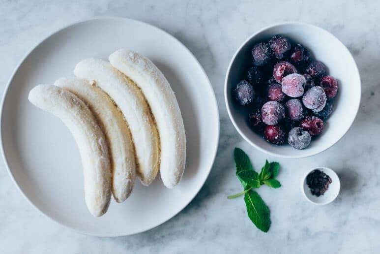 Ingredientes helado de platano y cerezas