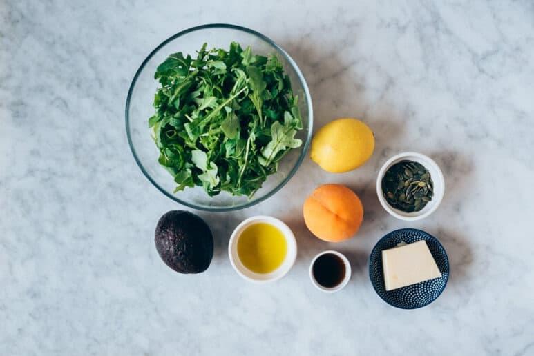 Ingredientes ensalada de rucula y melocotón