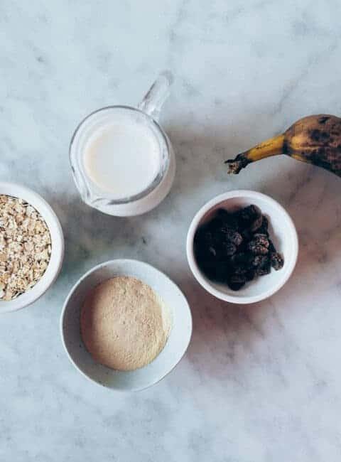 Desayuno de avena y plátano con proteína en polvo
