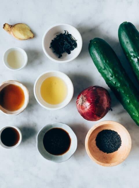 Ensalada con pepino y alga wakame estilo oriental