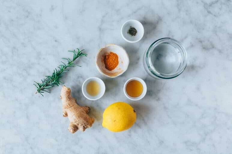 Ingredientes del té de jengibre y cúrcuma